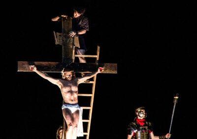 La Crucifixión, descendimiento y deposición en el Sepulcro